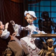 Operowe życie marionetek