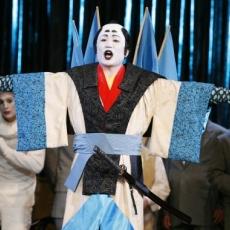 Jak zrobić dobry striptiz w operze?