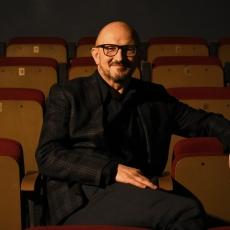 Świat tradycji i nowy teatr