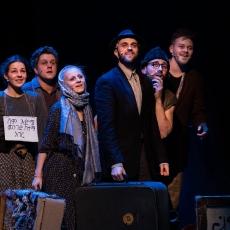 Dramat uchodźców w rytmach i śpiewach młodości